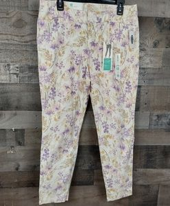Old Navy Pixie Chino Ankle Length Pants